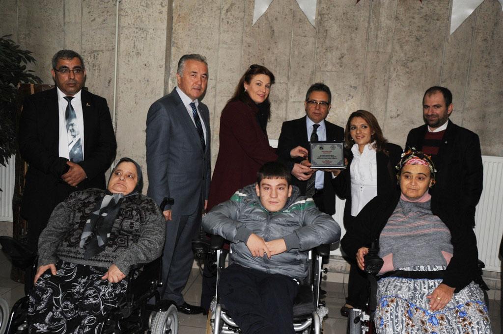 Artvin'de 15 Adet Akülü Ve Tekerlekli Sandalye Dağıtıldı