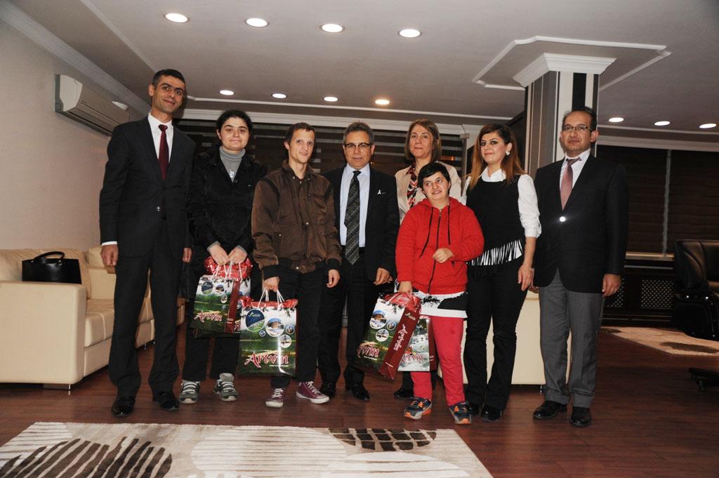 Vali Cirit, Engelli Bir Grup Öğrenciyi Makamında Kabul Etti